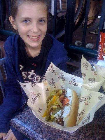0919_girl_hotdog.jpg